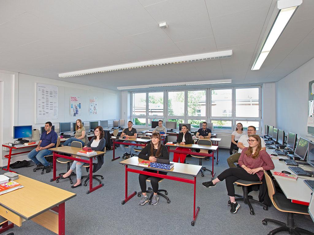 modern ausgestatteter Unterrichtsraum